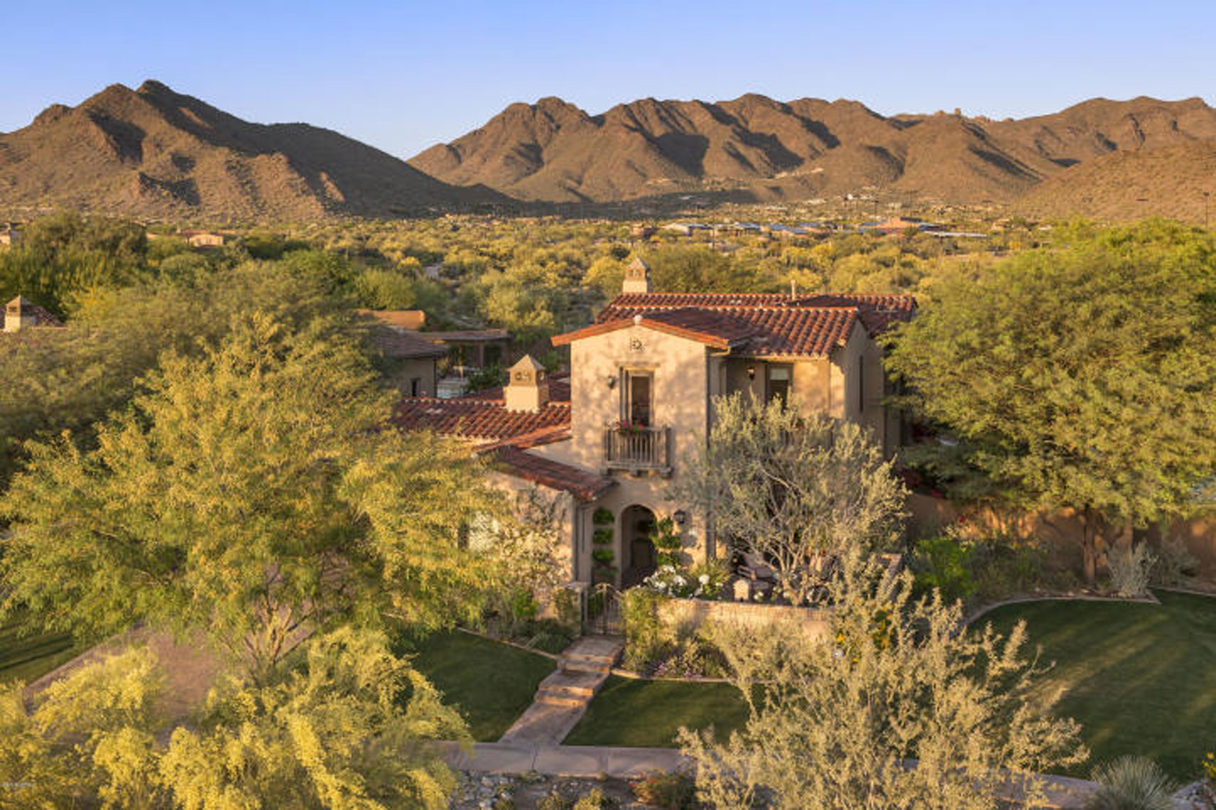 2-05m-italian-inspired-villa-in-the-haciendas-at-dc-ranch-in-north-scottsdale-1_WebRes